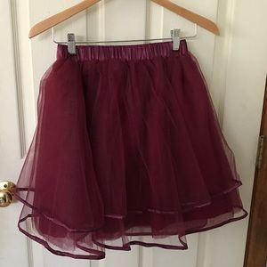 Dresses & Skirts - Tulle ballerina style skirt in wine